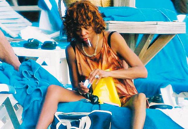 Foto de whitney houston nas drogas 86